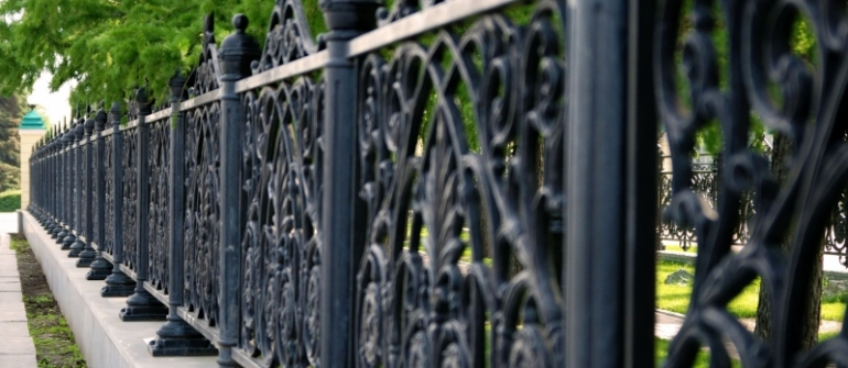 Pros and Cons of a Wrought Iron Fence